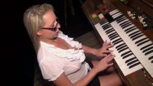 Creampie at the piano